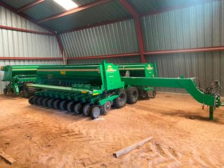 2012 Great Plains 3S 4000 HD  6375  Grain Drill  7 1 2  Spacing w Monitor