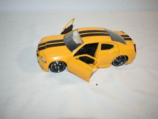 2006 Dodge Charger Die Cast  cracked windshield