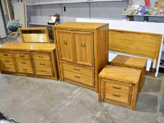 Bedroom Suite with 2 Dressers  2 Nightstands