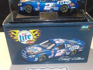 Revell Rusty Wallace  2 2000 Miller lite Harley Davidson Ford Taurus 1 24 Scale Diecast Replica