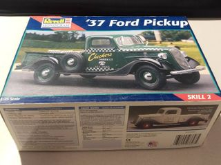 Revell   Monogram  37 Ford Pickup 1 25