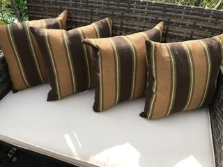 Do you set up for outdoor accent pillows
