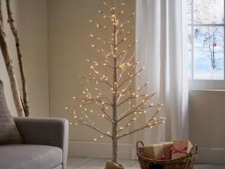 Maryland Christmas Tree w  Strung lights