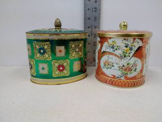 two tins with lid