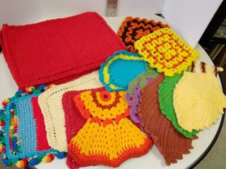 4 placemats and a lot of pot holders