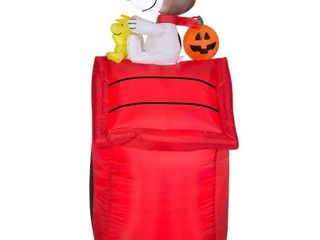 42  Inflatable Snoopy and Doghouse