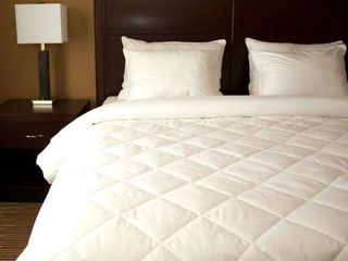 Diamond Quilted White Down Blanket  Retail 166 99 108x96