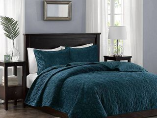 Madison Park Emery Faux Velvet Reversible 3 Piece King Cal King Coverlet Set  Retail 79 39