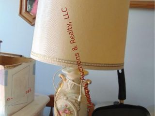 Floral pattern lamp w  shade