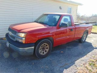 2005 Chevy 2 door 1500 Reg  Cab 8  bed w