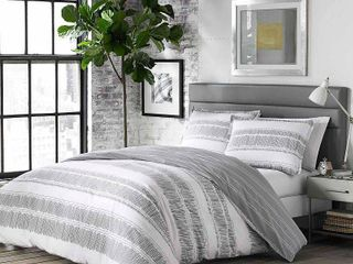 White Ziggy Comforter Set  Full Queen    City Scene