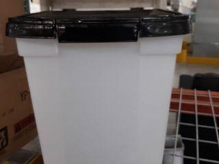 IRIS USA 32 5 Quart Airtight Pet Food Container  Black MP 350