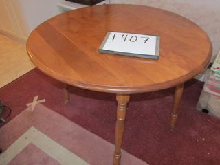 Drop leaf dining table 40  Diamter 30  H