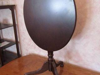 Bombay Tilt top Table oval 19  x 14 75  x 20 75  H