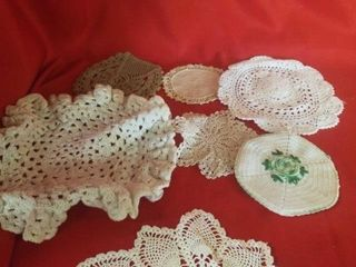 ASSORTMENT OF DOIlIES AND RUNNERS  SOME ARE HAND