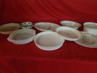 MISCEllANOUS ASSORTMENT OF OVENWARE AND BOWlS