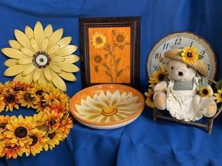 SUNFlOWER PIC  ClOCK  WREATH  PlATTER AND BEAR ON