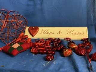 VAlENTINE WAll PlAQUE AND MANY DECORATIONS