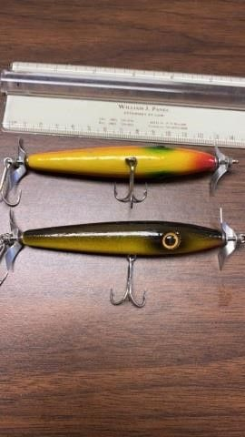 2 VINTAGE WOODEN FISHING lURES
