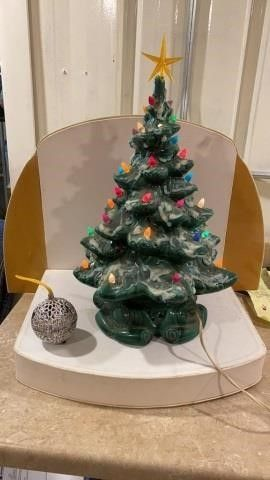 19 INCH CERAMIC CHRISTMAS TREE AND MUSICAl