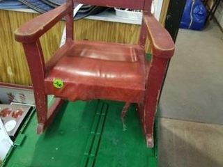 lITTlE CHIlDS OlD WOOD RED VINTAGE ROCKING CHAIR
