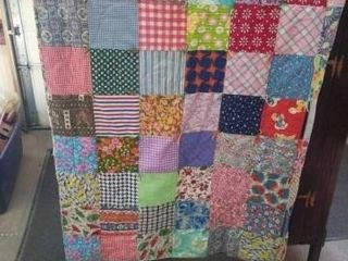 COlORFUl 72 X85  PATCHWORK QUIlT WITH FlOWERED