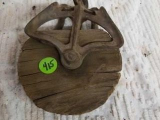 VINTAGE SINGlE WOODEN PUllEY