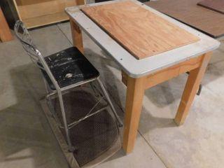 Work Table  Chair   Floor Pad
