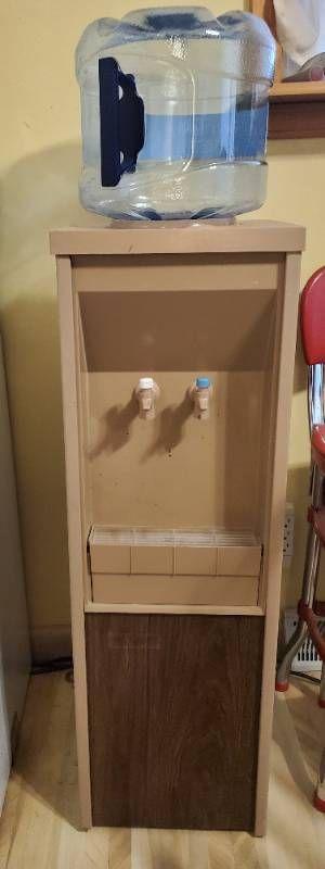 Unmarked Freestanding Water Dispensor