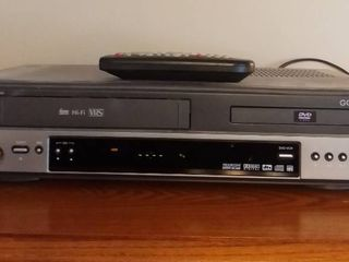 GO Video DV1030 Hi Fi VHS and DVD Player Tested Powers On with Remote