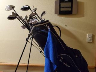 Tommy Armour Golf Club Bag with Tommy Armour Clubs and Mac Gregor Clubs