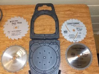 Four 7 1 4 Inch Saw Blades With Carrying Guard