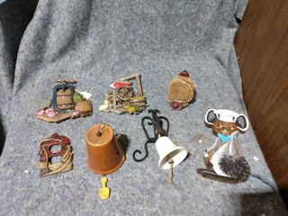 lot of Wall Hanging Items