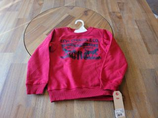 lEVI S RED SWEAT SHIRT SIZE 6