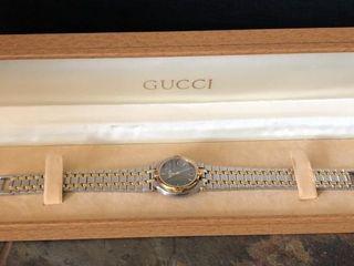 WomenIJs Gucci Wristwatch