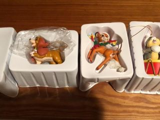 4  Disney Christmas Ornaments   lady and Tramp