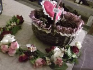 basket w liner   floral   heart pillow