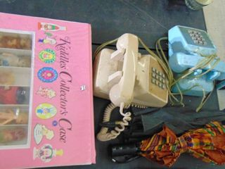 Kiddles Collector Case with Dolls   2 Old Phones   2 umbrellas