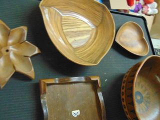 Assorted wood bowls and trays