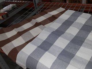 2 checkered floor mats
