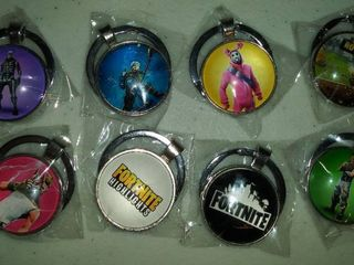 8 Keyfobs with Video Game Characters
