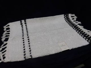 Hearth Hand with magnolia white bath rug 20in X 32in