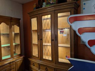 Hutch With Removable Top Portion  Buyer Responsible For Removal