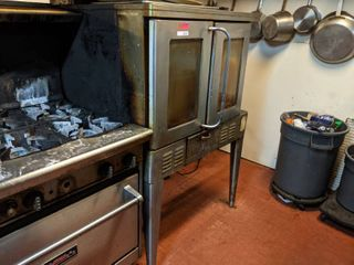 Oven  Buyer Responsible For Removal