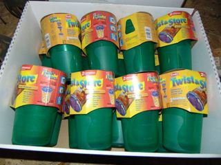 32  32OZ TWIST N STORE CONTAINERS WITH lIDS