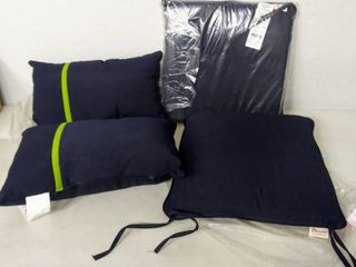 lot of 4 Blue Indoor Outdoor Chair Cushions  2   17  x 17    Accent Pillows  2   13  x 20  From Sunbrella