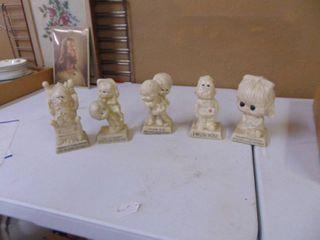 5 Themed Figurines