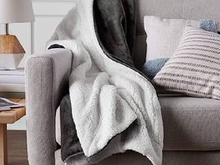 AmazonBasics Soft Micromink Sherpa Blanket   Twin  Charcoal