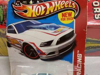 Hot Wheels 2013 Ford Mustang GT HW racing