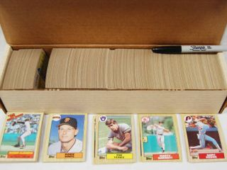 Collection of 1987 Topps Baseball Cards  w  Box